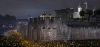 London, Großbritannien - 6. November 2018: Über dem vertiefenden Schatten am Tower von London hinaus - eine Installation von 10.0 lizenzfreie stockbilder