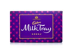 LONDON, Großbritannien - 17. November 2017: Kasten Milch Tray Chocolates auf Weiß, gemacht durch Cadbury seit 1915 Stockfoto