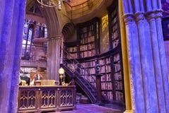 London, Großbritannien; Am 23. Oktober 2013; Warner Bros Studios London-Ausflug, mit den Sätzen und dem ursprünglichen Materia lizenzfreies stockfoto