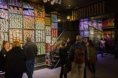 London, Großbritannien; Am 23. Oktober 2013; Warner Bros Studios London-Ausflug, mit den Sätzen und dem ursprünglichen Materia lizenzfreie stockfotografie