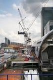 LONDON, GROSSBRITANNIEN - 24. APRIL 2014: Baustelle mit Kränen in der Stadt von London eins der führenden Mitten der globalen Fin Lizenzfreies Stockfoto