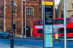 LONDON, GROSSBRITANNIEN - 21. JANUAR: Wegweiserbeitrag in Southbank Lizenzfreies Stockbild