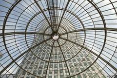 LONDON, GROSSBRITANNIEN - 3. JULI 2014: Moderne Glasarchitektur von Kanarienvogel W Lizenzfreie Stockfotos