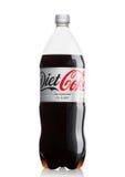 LONDON, GROSSBRITANNIEN - 9. JUNI 2017: Flasche Diet Coke alkoholfreien Getränkes auf Weiß Coca-cola Company, ein amerikanisches  Lizenzfreie Stockfotos