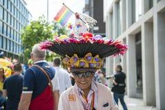LONDON, GROSSBRITANNIEN - 29. JUNI: Teilnehmer am homosexuellen Stolz, der für PU aufwirft Stockfotografie