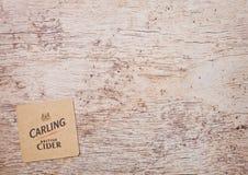 LONDON, GROSSBRITANNIEN - 22. MÄRZ 2018: Carlings-Apfelwein ursprüngliches beermat Küstenmotorschiff auf Holz Stockbilder