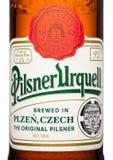 LONDON, GROSSBRITANNIEN - 21. MÄRZ 2017: Füllen Sie Aufkleber von Bier Pilsners Urquell auf Weiß ab Es ist seit 1842 in Pilsen, T Lizenzfreie Stockbilder