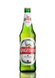 LONDON, GROSSBRITANNIEN - 23. MÄRZ 2017: Flasche Eisvogelbier auf Weiß Eisvogel ist das Nummer Eins-Bier von Indien Lizenzfreie Stockbilder
