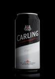 LONDON, GROSSBRITANNIEN - 29. MAI 2017: Aluminiumdose Carlings-Lager-Bier auf Schwarzem Lizenzfreies Stockfoto
