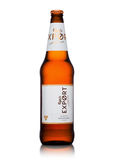 LONDON, GROSSBRITANNIEN - 15. MAI 2017: Flasche Carlsberg-Exportbier auf Weiß, dänische brauende Firma gegründet im Jahre 1847 mi Stockbilder
