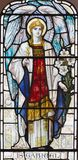 LONDON, GROSSBRITANNIEN - 17. SEPTEMBER 2017: Der Erzengel Gabriel auf dem Buntglas in der Kirche Quadrat St Michael, Chester lizenzfreies stockbild