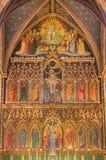 LONDON, GROSSBRITANNIEN - 15. SEPTEMBER 2017: Der gotische Hauptneoaltar in der Kirche alle Heiligen durch Ninian Comper stockfotos