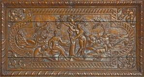 LONDON, GROSSBRITANNIEN - 17. SEPTEMBER 2017: Die geschnitzte Entlastung von Adam und von Eva Paradise Lost in Kirche St. Barnaba Lizenzfreies Stockbild