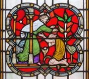 LONDON, GROSSBRITANNIEN - 14. SEPTEMBER 2017: Die Parabel des verschwenderischen Sohns auf dem Buntglas im Kirche St. Michael Cor Stockfotos