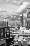 London himmellinje som är svartvit, sikt från Tate Modern arkivfoto
