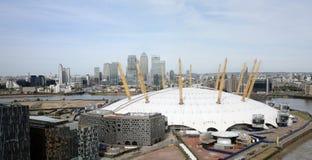 London horisont, inkluderar O2 arenan, skyskrapor i bakgrunden Fotografering för Bildbyråer
