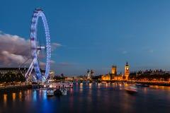 London horisont med den Westminster bron och Big Ben Arkivbilder