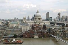 London horisont med domkyrkan för St Paul ` s Arkivfoton