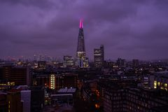 London horisont med sikten av skärvan arkivfoton