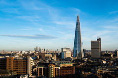 London horisont med skärvan och Canary Wharf i bakgrund Arkivfoton