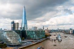 London horisont med stadshuset och skärvan Royaltyfri Fotografi