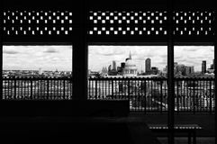 London horisont som inramas, St Pauls arkivfoton