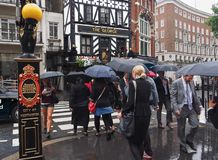 London im Regen Stockbilder