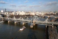 LONDON - JANUARI 27: Hungerford bro i London på Januari 27, Royaltyfri Bild