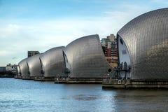 LONDON - JANUARI 10: Sikt av Themsenbarriären i London på Januari 10 Royaltyfri Fotografi