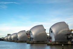 LONDON - JANUARI 10: Sikt av Themsenbarriären i London på Januari 10 Arkivbild