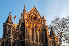 LONDON - JANUARY 27 : Evening sun shining on Southwark Cathedral Royalty Free Stock Photography