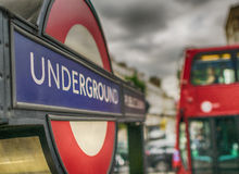 LONDON - JULI 2, 2015: Ingång London för underjordisk station Lond Arkivfoton