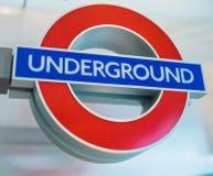 LONDON - JULI 2, 2015: Ingång London för underjordisk station Lond Royaltyfri Bild