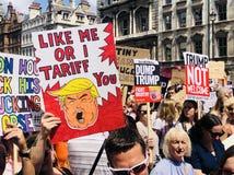 London 14 Juli 2018 Protestmarsch om besök för presidenttrumf` s till UK Royaltyfri Bild
