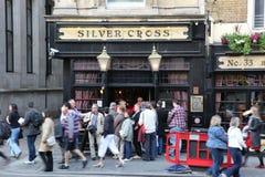 LONDON - 19. JUNI: Am Äußeren der Kneipe, für das Trinken und socializi Lizenzfreies Stockfoto