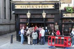 LONDON - 19. JUNI: Am Äußeren der Kneipe, für das Trinken und socializi Lizenzfreie Stockbilder