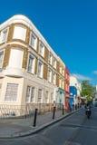 LONDON - JUNI 14, 2015: Byggnader av den Portobello vägen i Notting Royaltyfria Foton