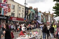 LONDON - JUNI 3, 2015: Camden Market och gata arkivfoto