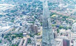 LONDON - JUNI 18, 2015: Skärva- och stadshorisonten från helicopt Arkivbilder