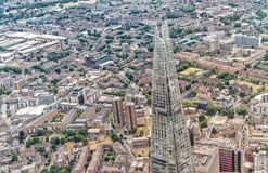 LONDON - JUNI 18, 2015: Skärva- och stadshorisonten från helicopt Royaltyfria Bilder