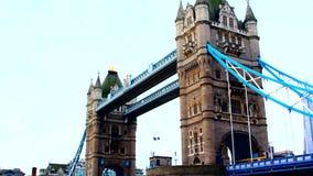 London, Kontrollturm-Brücke stock video