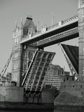 London-Kontrollturm-Brücke angehoben Stockfotografie