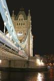 London-Kontrollturm-Brücken-Seitenansicht Stockbilder