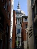 London landmarks: St Pauls cathedral alleyway stock images