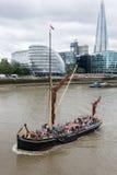London-Lastkahn auf der Themse Stockbilder