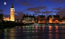 london månsken över royaltyfria bilder