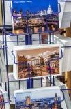 LONDON - MAI 2013: Postkarten entlang Stadtstraßen London zieht an Lizenzfreies Stockfoto