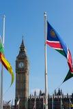 LONDON - MARS 13: Sikt av Big Ben över parlamentfyrkant i Lo Royaltyfri Bild