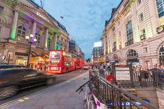 LONDON - MAY 15, 2015: Tourists and locals around Piccadilly Cir Royalty Free Stock Photos