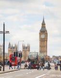 London med Elizabeth Tower och hus av parlamentet Arkivfoto